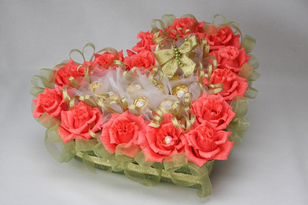 разместить поздравление к подарку цветы из конфет собрали для вас